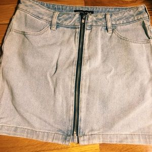 NWOT Kendall and Kylie Zipper front denim skirt